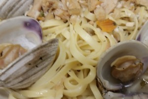 white clam sauce with linguini